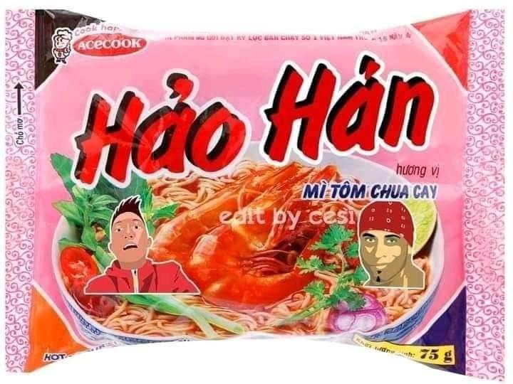 Mì tôm Hảo Hán có ảnh Huấn Hoa Hồng và Ricardo