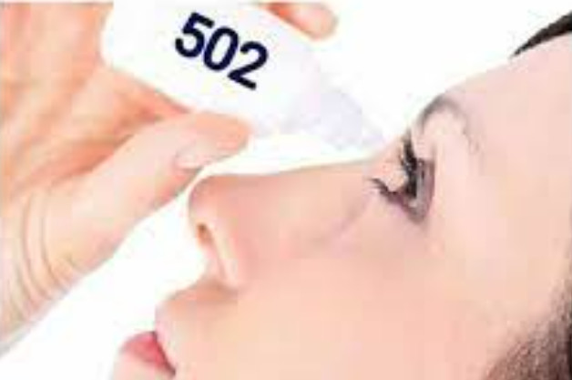 Nhỏ keo 502 vào mắt